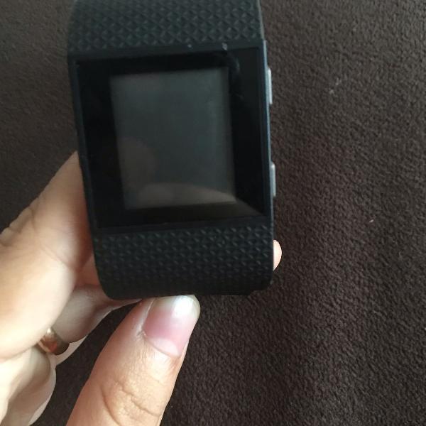 Relógio fitbit surge small com monitor cardíaco