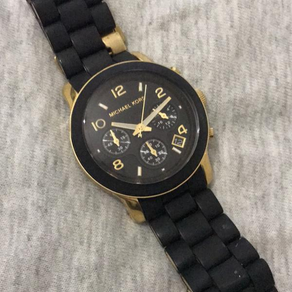 Relógio michael kors preto e dourado