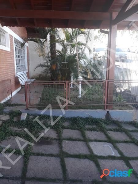 Casa com 3 dorms em Poços de Caldas - Jardim dos Estados por 900 mil à venda