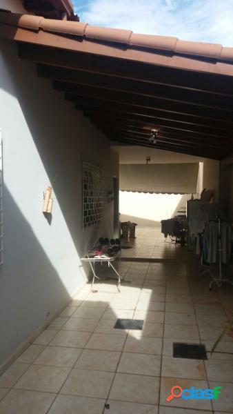 Casa com 4 dorms em Uberlândia - Brasil por 450 mil para comprar