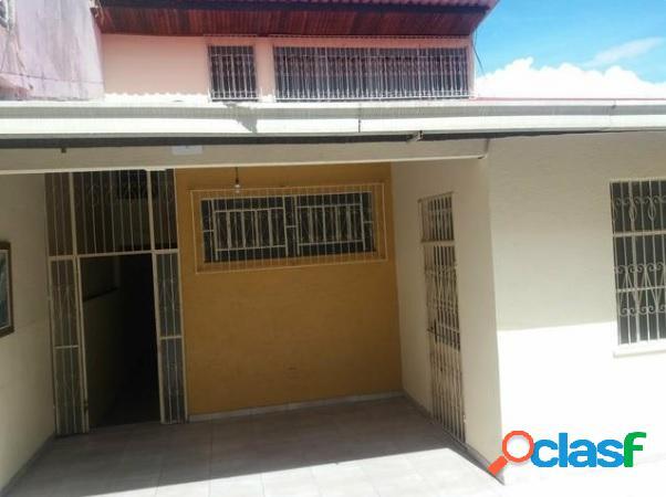 Casa com 3 dorms em Manaus - São Francisco por 500 mil para comprar