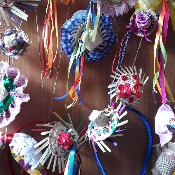 Tiaras e prendedores de cabelo decorativos