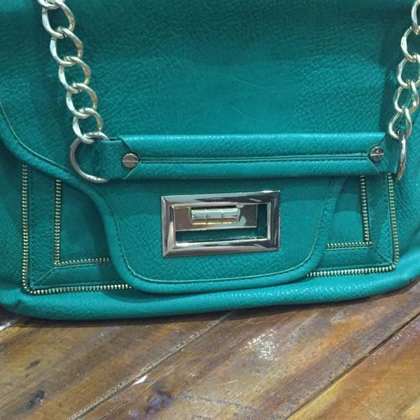 Bolsa de mão verde de couro