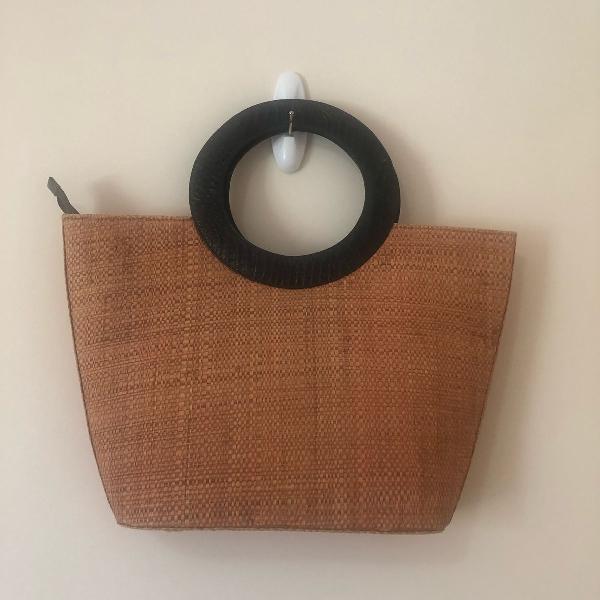 Bolsa de palha com alça em couro eco