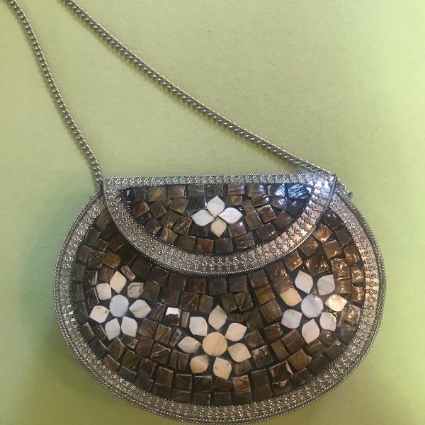 Bolsa marroquina em metal com madrepérola
