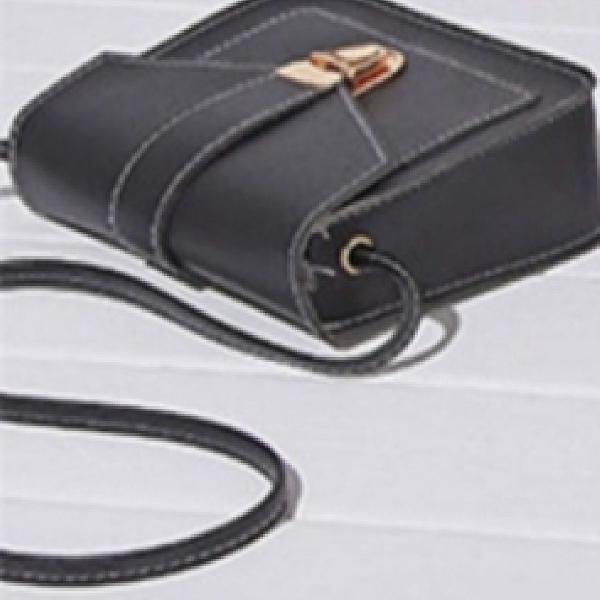 Linda bolsa preta pequena e básica