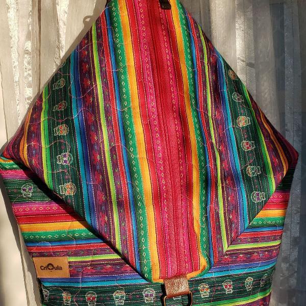 Mochila bolsa colorida listrada matelassê caveira artesanal