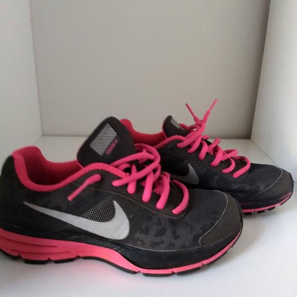 Tênis nike preto e pink importado usado 2 vezes tamanho 3y(