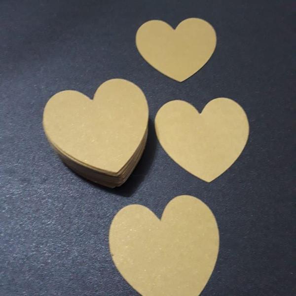 Corações de papel dourado