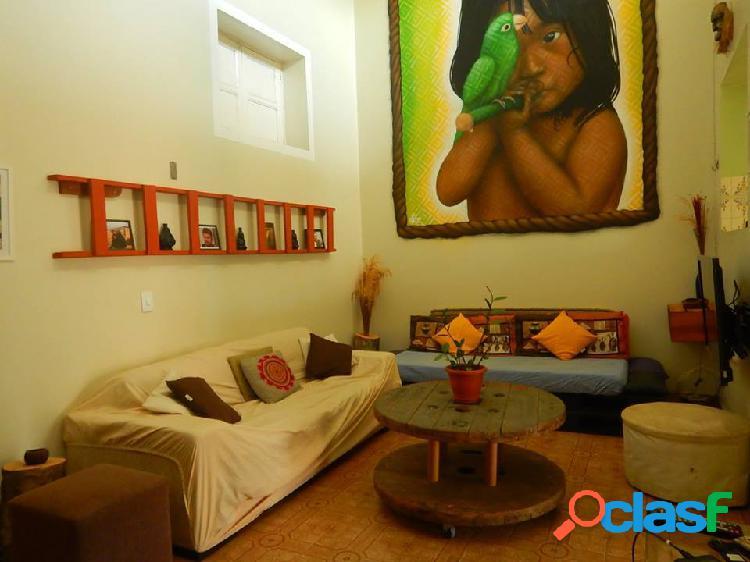 Vendo ou alugo Ótima casa para fins comerciais ou residenciais sendo patrimônio Histórico em Manaus Amazonas am