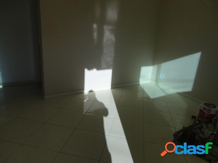 Casa para venda tem 64 metros quadrados e 2 quartos em Viaduto - Araruama - RJ. 2