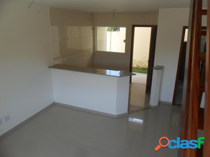 Linda casa duplex a venda tem 70 m2 e 2 quartos(sendo 1 com sacada) em iguabinha - araruama - rj.