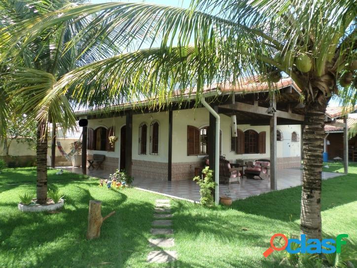 Casa em condomínio com 3 quartos, churrasqueira e área gourmet
