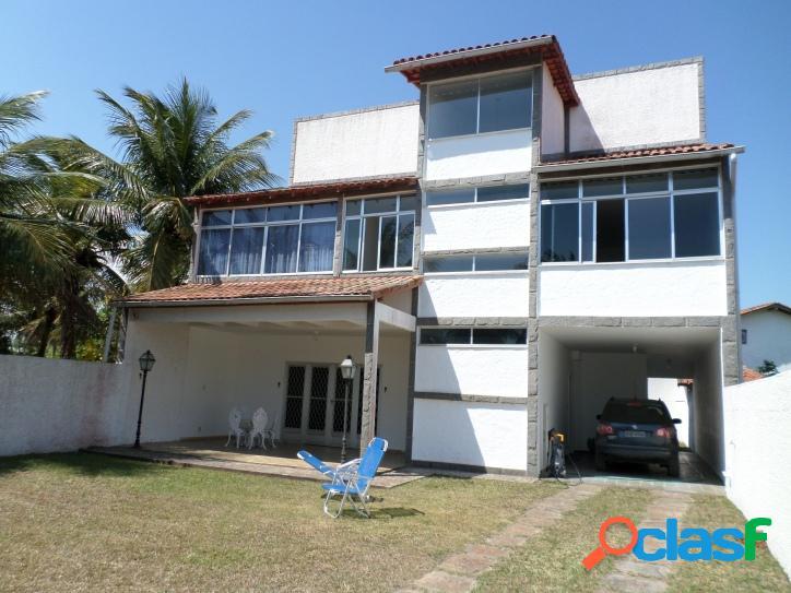 Casa no centro de praia seca de 3 andares com 4 quartos, churrasqueira e 3 terrenos,