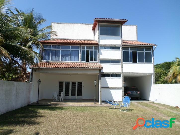 Casa no centro de Praia Seca de 3 andares com 4 quartos, churrasqueira e 3 terrenos, 1