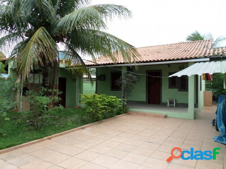Casa no centro de praia seca, próxima à lagoa, com 3 quartos e churrasqueira