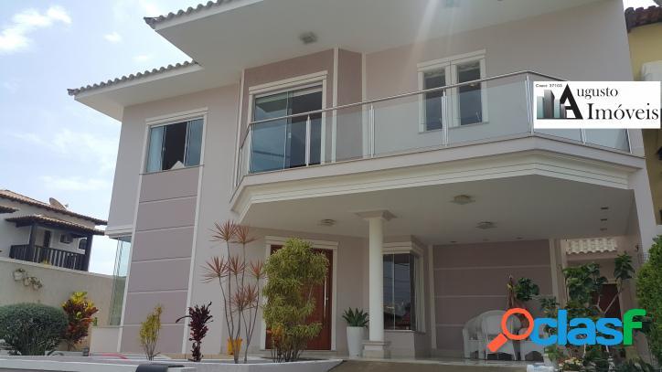 Casa de alto padrão em condomínio, com 4 quartos sendo 3 suítes, 3 salas e área gourmet