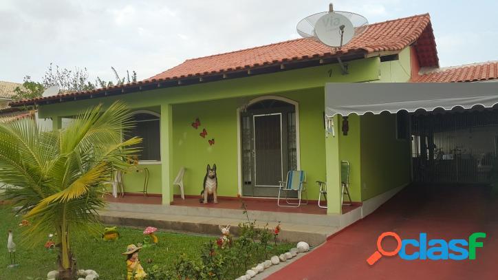 Casa na principal rua do bairro nobre pontinha, com 3 qts e grande área gourmet
