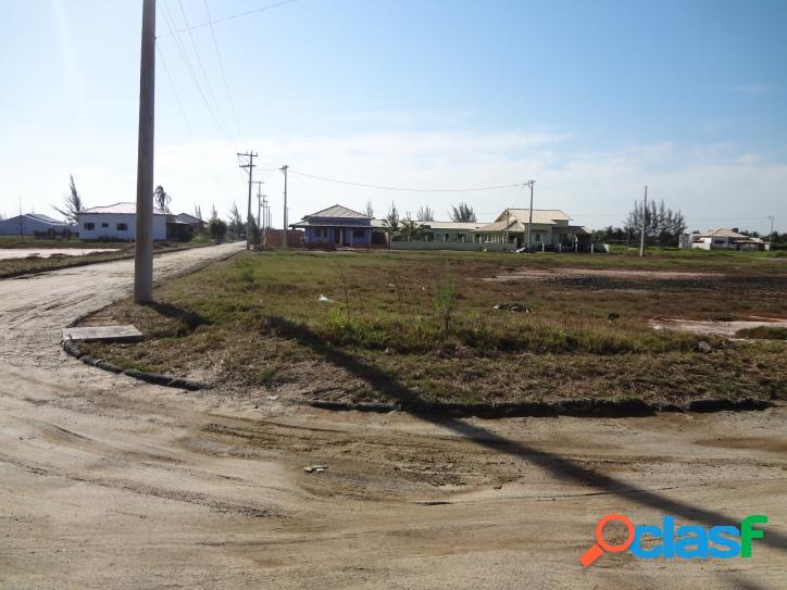Terreno em condomínio no centro de praia seca, o único bairro de araruama banhado pelo mar!