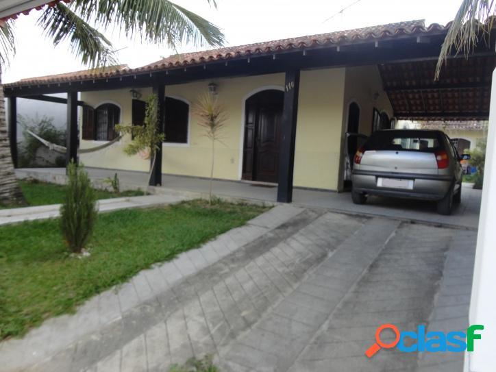 Ampla casa em bairro nobre com 252m² de área construída, perto da lagoa!