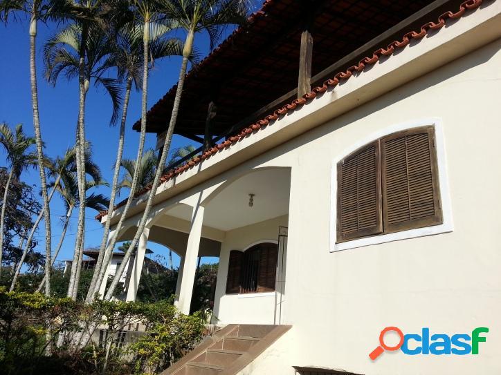 Ótima casa de 4 quartos sendo 1 suíte com varanda e vista para a Lagoa