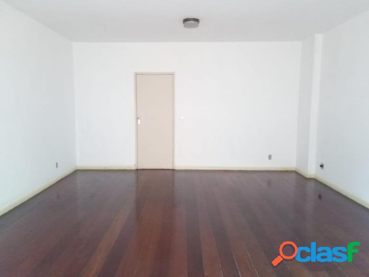 Amplo apartamento de 3 quartos + dependência, Parque Hotel