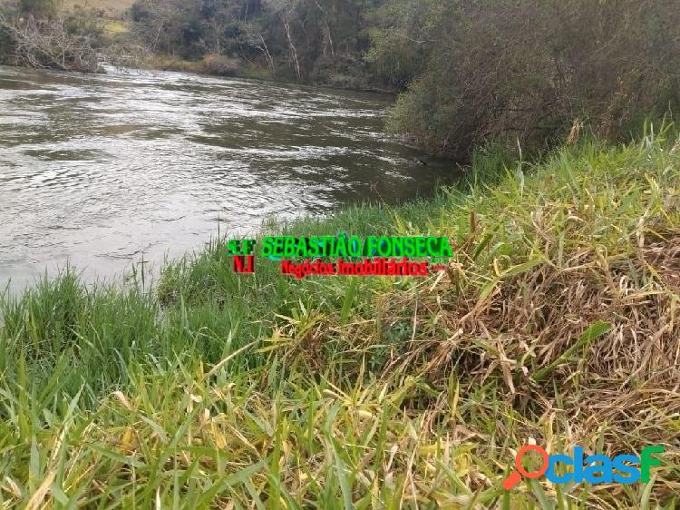 Sítio com nascente e divisa com rio Paraíba em Paraibuna