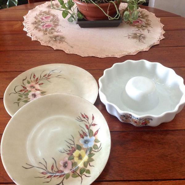 Pratos de porcelana decorados