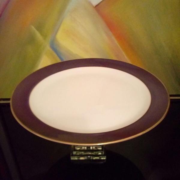 Serviço de mesa.. cozinha. prato grande raso de porcelana /