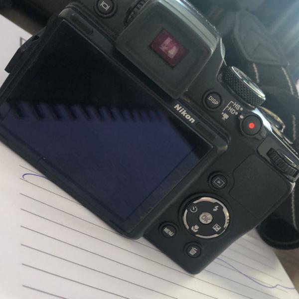 Camera digital semi profissional