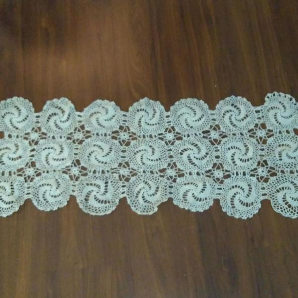 Caminho de mesa vintage em crochê