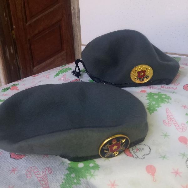 Duas boinas antigas de bombeiro militar rj