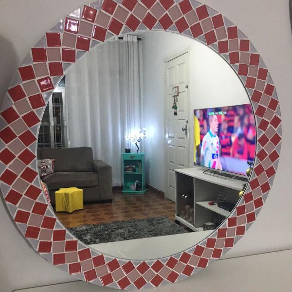 Espelho mosaico rosa e vermelho