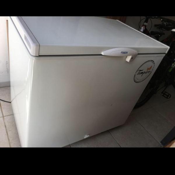 Freezer horizontal top