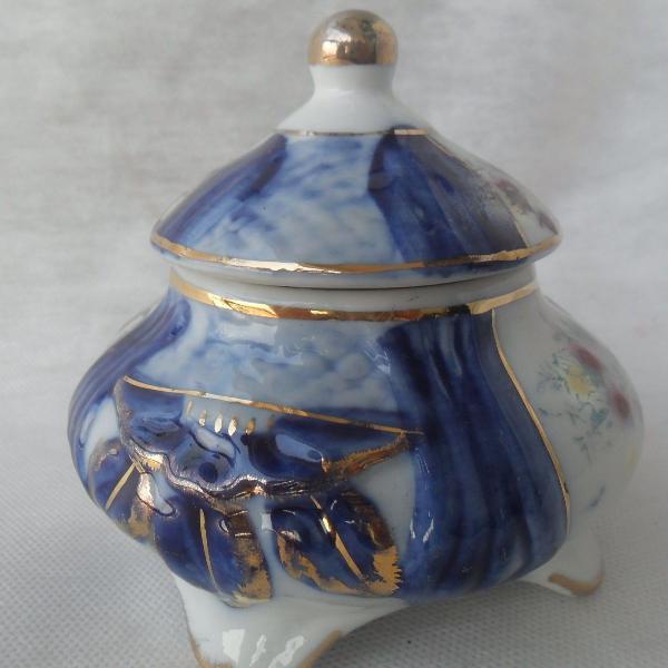Lindo e antigo porta joias redondo, em porcelana azul
