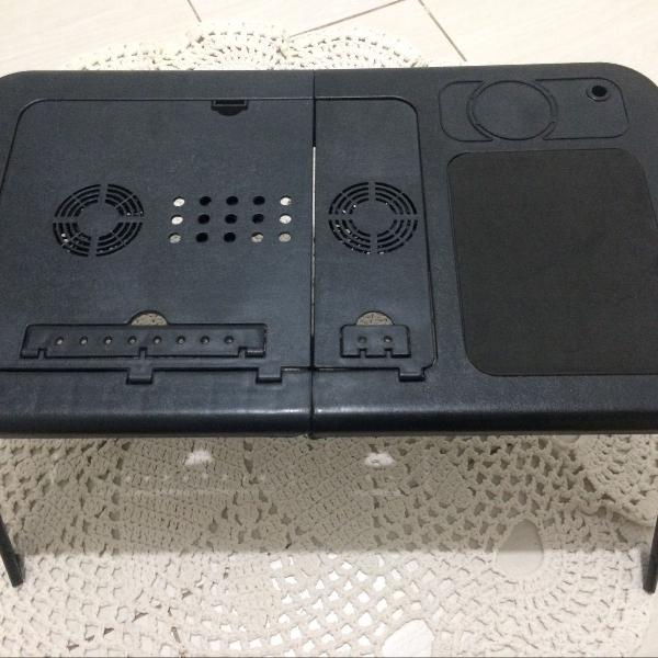 Mesa portátil para notebook com sistema de refrigeração