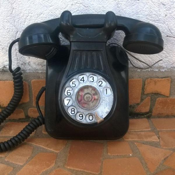 Telefone antigo preto de parede anos 1940