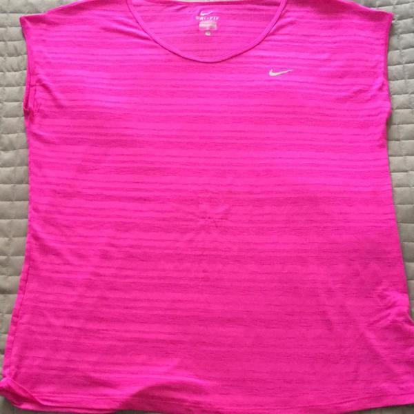 Nike feminina dri fit touch breeze stripe.