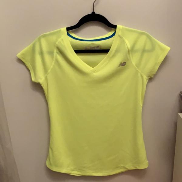 Camiseta dry fit new balance amarelo fluor