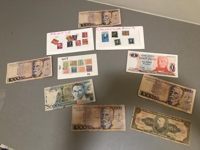 Coleção de selos e notas antigas