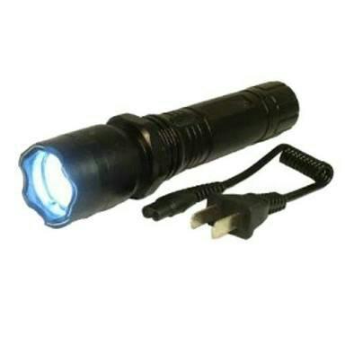 Lanterna tática com bateria recarregável. entrega grátis.