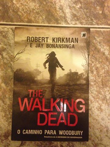 Livro the walking dead o caminho para woodbury