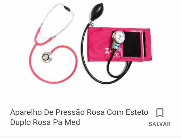 Vendo aparelho de pressão rosa com esteto