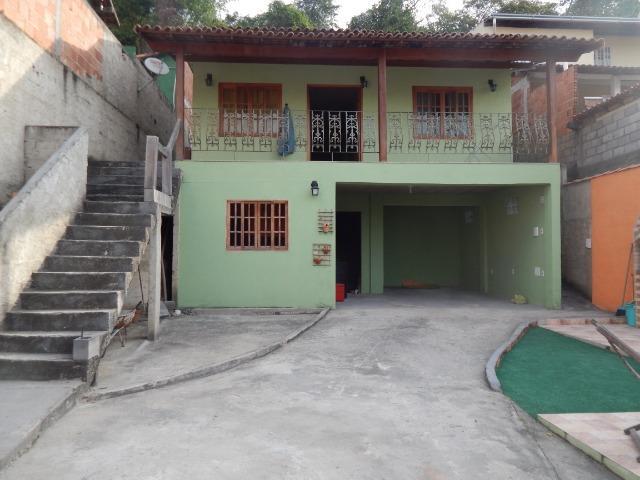 Casa ampla em condomínio