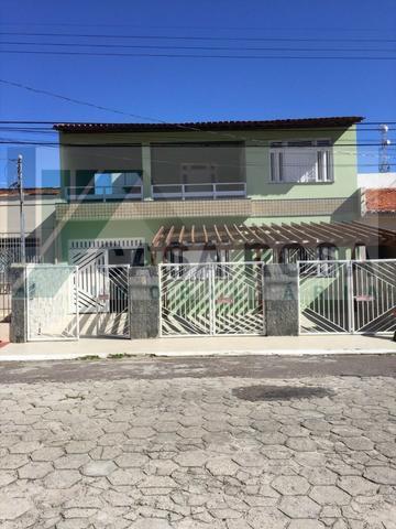 Aluga-se casa com 02 pavimentos no bairro suissa
