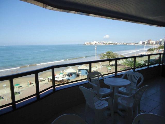 Apartamento de temporada com 4 quartos na orla da praia do