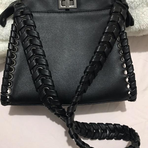 Bolsa tiracolo preta com alça comprida