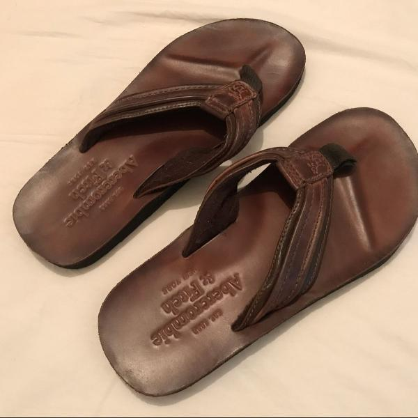 Chinelo abercrombie & fitch de couro marrom