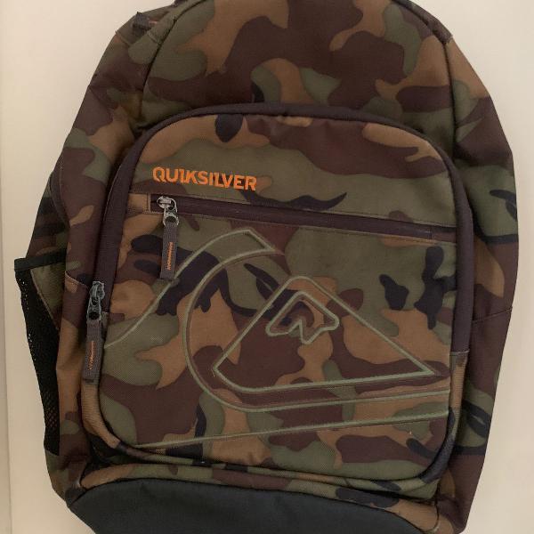 Mochila militar com variados bolsos quicksilver