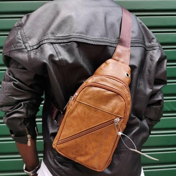 Pochete shoulder bag transversal masculina couro